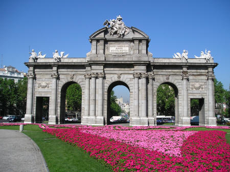 Puerta de alcala in madrid spain madrid city gate - Parking plaza puerta real en granada ...